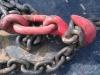 Крепежная цепь вставлена в крюк талрепа (вантового натяжителя)